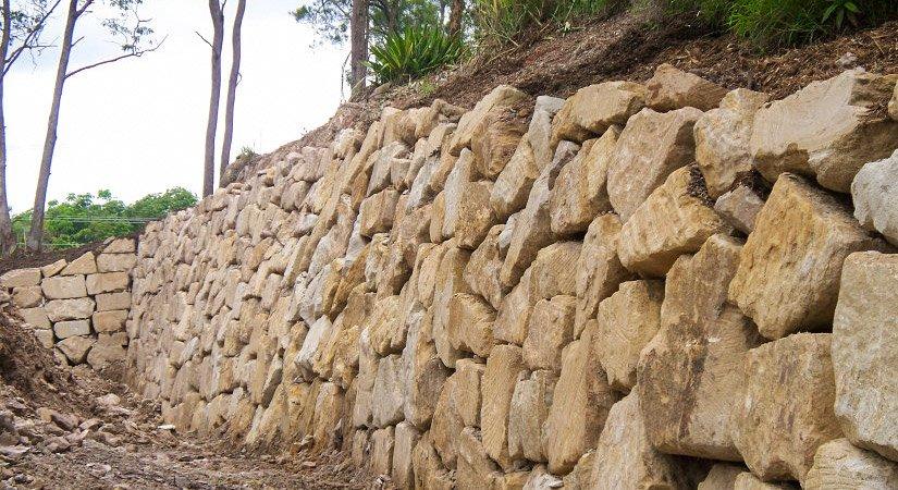 Sandstone boulder wall